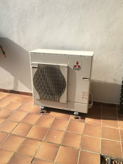 Single air source heat pump, Menorca